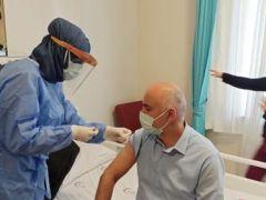 Hastane çalışanlarına aşı yapıldı