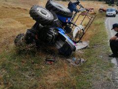 Kazada traktör devrildi